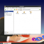Na słabszych komputerach można zamiast KDE włączyć lekki menedżer okien LXDE.